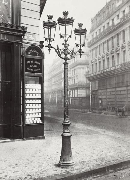 街灯:1860年,巴黎有五万六千盏煤气街灯,获得了灯之城的美誉。(公共领域)