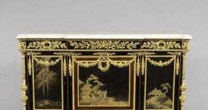 马丁‧卡林于1785年为维克多夫人美景城堡的大厅制作的五斗柜。(©2012 Musée du Louvre, dist.RMN-GP/Thierry Ollivier)