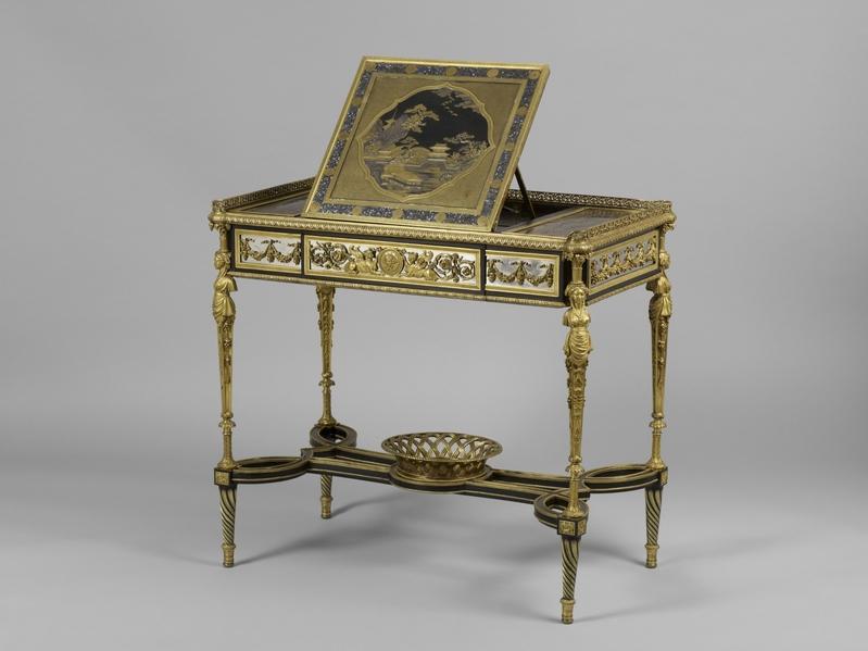 """亚当‧维斯维勒1784年制作的""""带托书架的小写字台""""。(©2014 Musée du Louvre, dist.RMN-GP/Thierry Ollivier)"""