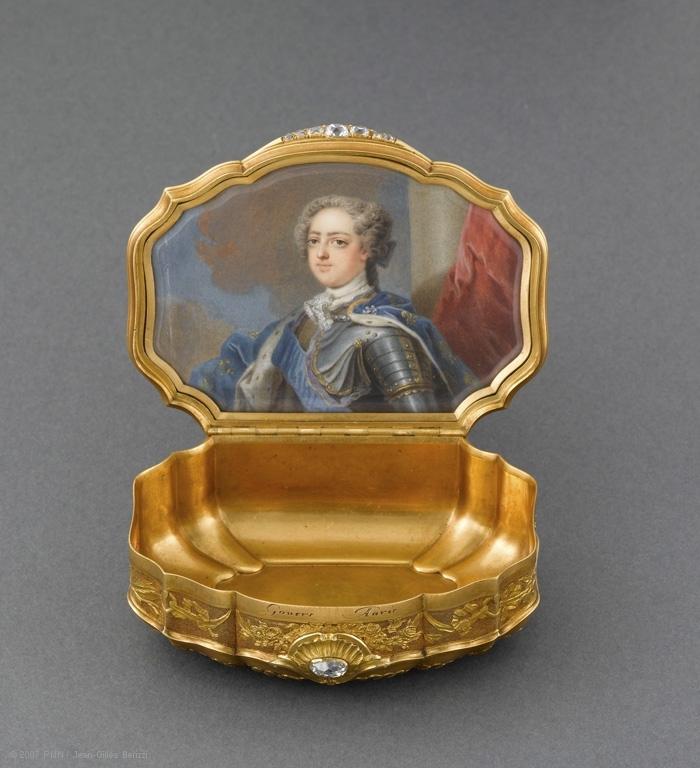 带路易十五像的鼻烟壶。(© RMN-GP(musée du Louvre)/Jean-Gilles Berizzi)