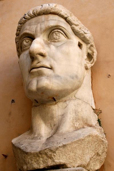 君士坦丁大帝头像(维基百科公有领域)