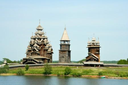 全木造的基日教堂建于1714年,未用一钉,是俄罗斯北部仅存的原始教堂建筑。(MatthiasKabel / 维基百科)