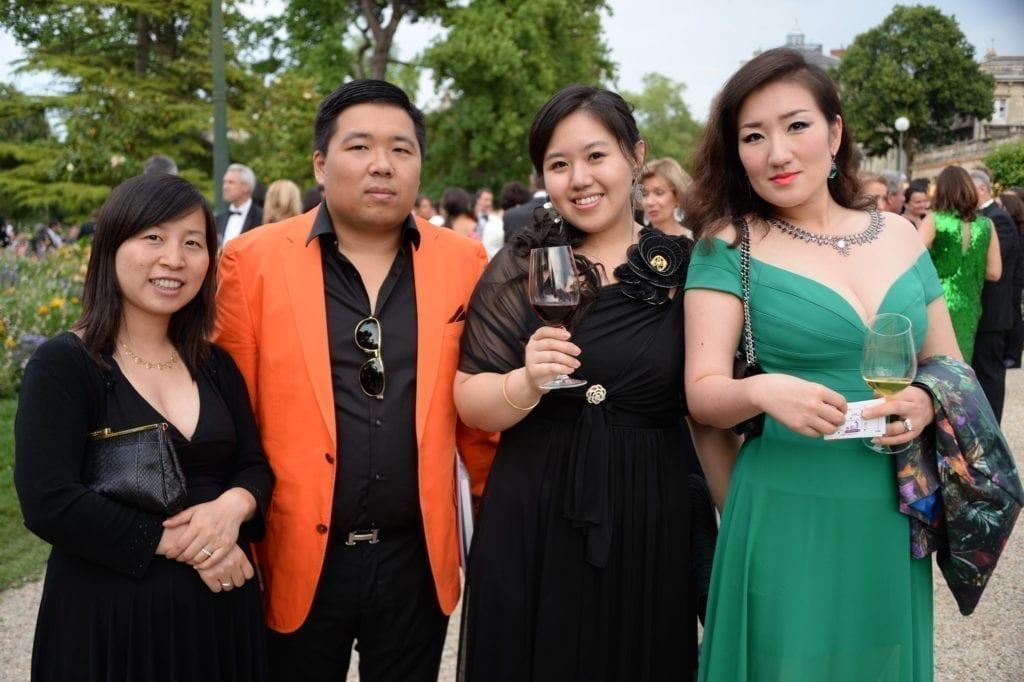 华人云集葡萄酒节。(bordeaux-fete-le-vin.com)