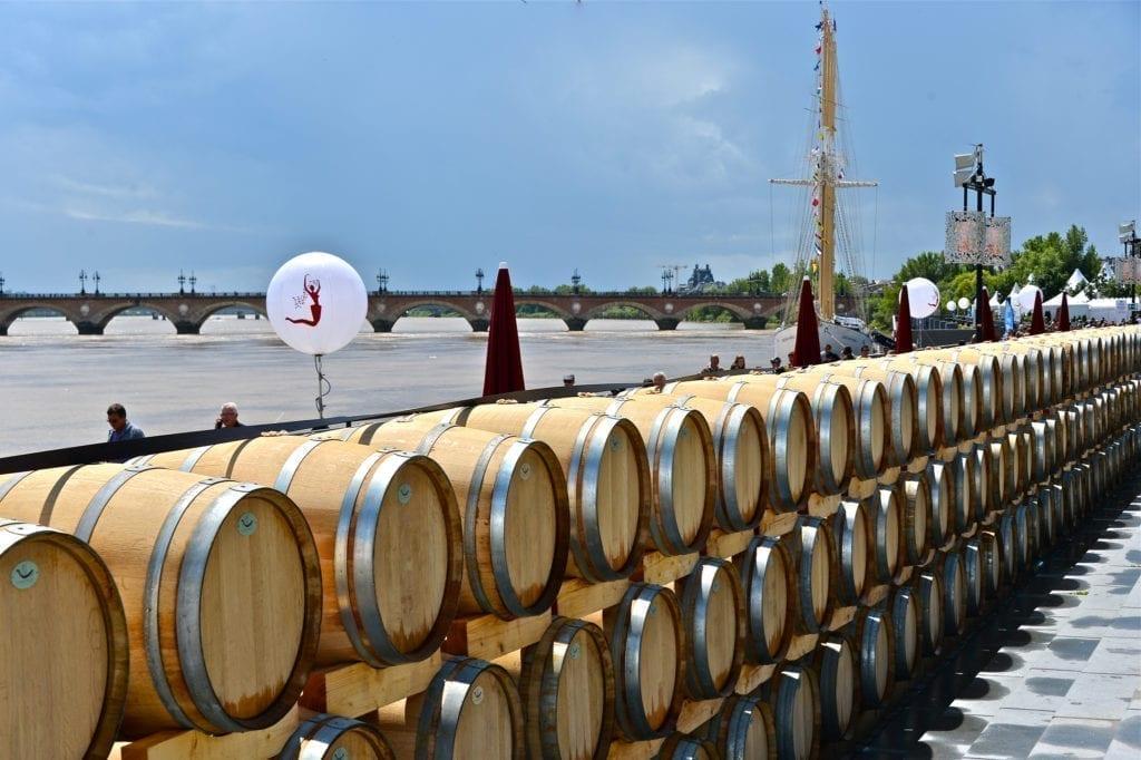 葡萄酒节,顾名思义少不了葡萄酒。(bordeaux-fete-le-vin.com)