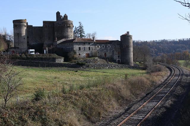 """卢瓦尔河流域被称为""""法国的花园"""",到处可见古老建筑和城堡。(张妮/大纪元)"""