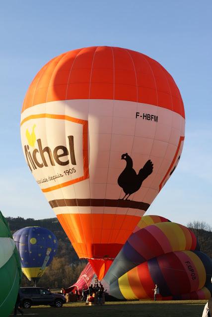 起飞前的热气球。(张妮/大纪元)