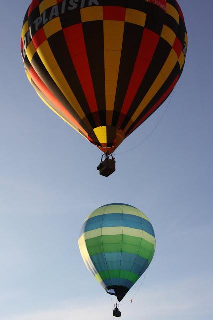 高空中的热气球。(张妮/大纪元)