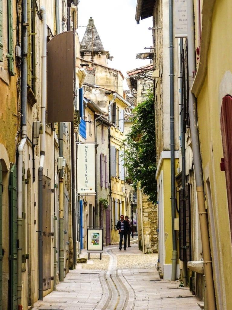 宁静的街巷(圣雷米官方脸书)