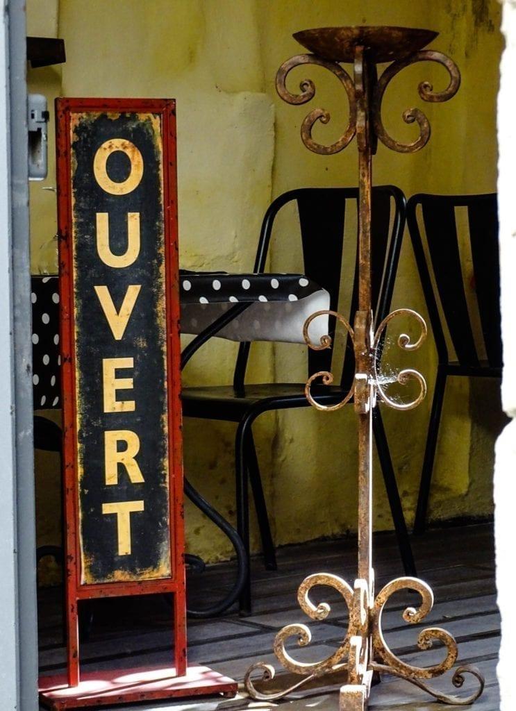 古香古色的餐馆。(圣雷米官方脸书)