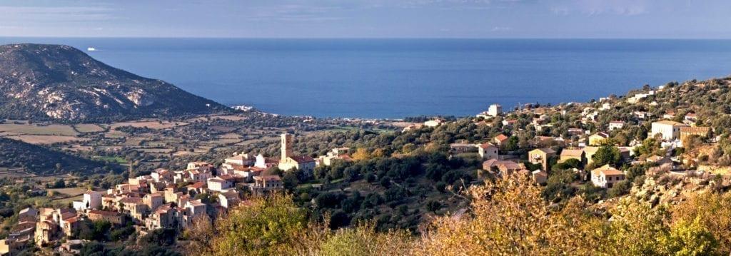 Aregno市全景。(维基百科)