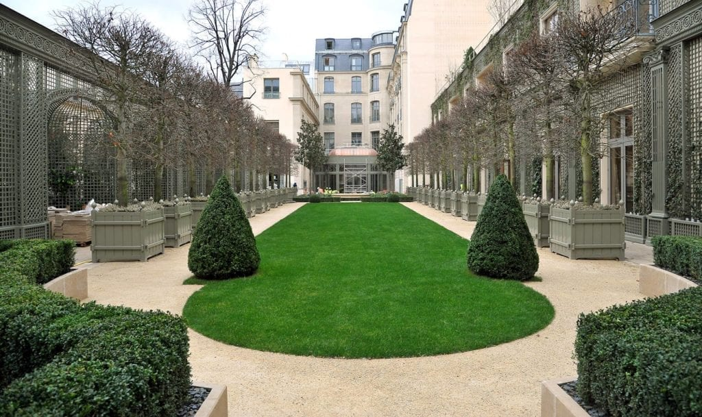 酒店花园。(里兹酒店脸书)