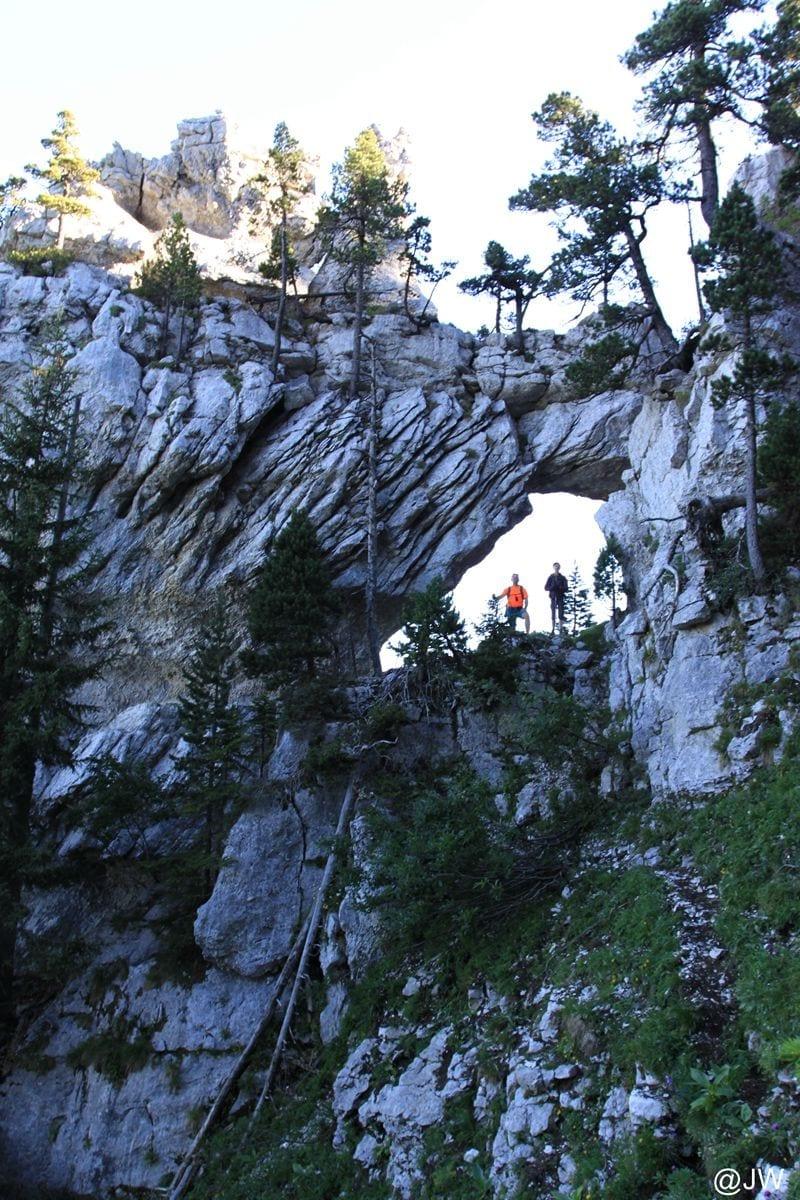 险峻的天然石拱。