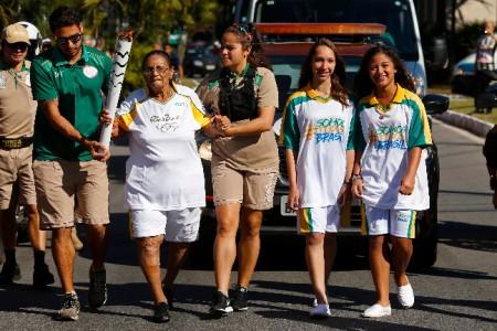 露丝.法利亚(Ruth Faria)坚持跑完火炬传递路程。(Rio2016/Marcos de Paula)