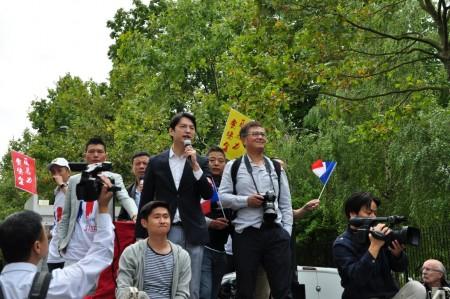 华人团体代表在发表讲话。(金湖/大纪元)