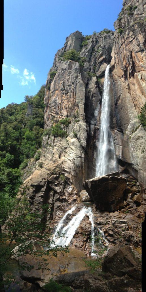 科西嘉岛上最著名的景点之一,高达60米的Piscia di Gallo瀑布。(李婉清提供)