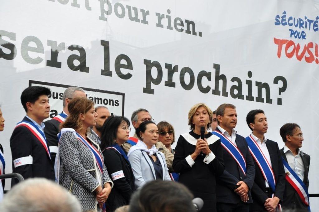 巴黎大区主席Valérie Pécresse亲自参加了游行。(金湖/希望之声巴黎生活频道)