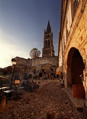 SAINT-EMILION-CHURCH