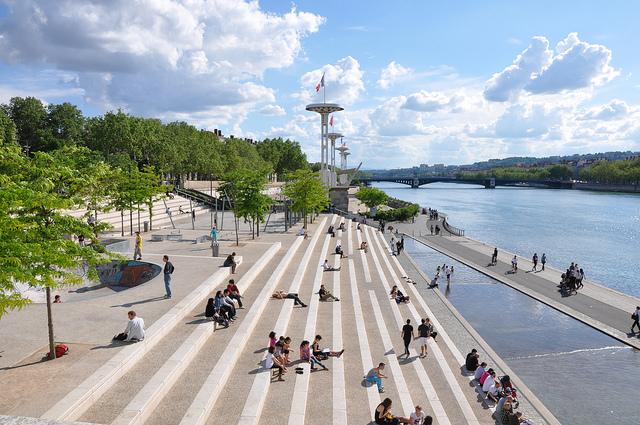 里昂市中心的罗纳河畔。(Flickr.com)