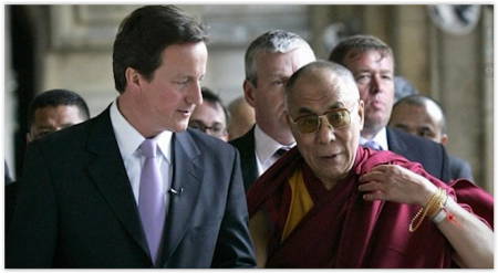 前英国首相卡梅伦曾接见达赖喇嘛。(视频截图)
