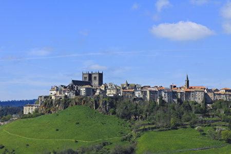 圣弗卢尔全市人口才6600多,城市虽小,但历史却不短。(Hervé Vidal)