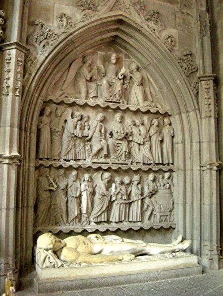 圣弗卢尔教堂里的雕塑。(维基百科)