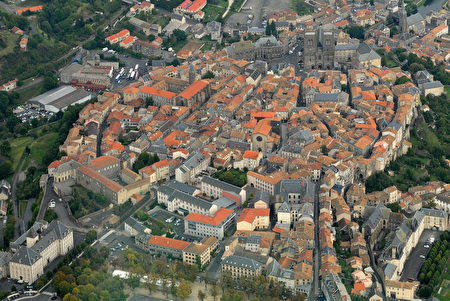 圣弗卢尔全景。(维基百科)