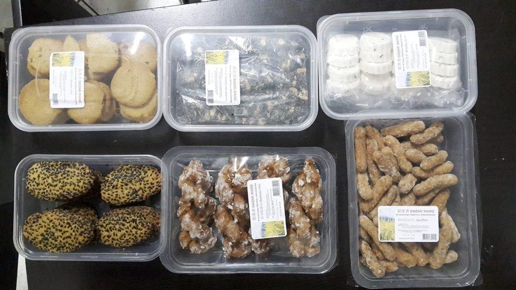 六种家传特色小点心:葱酥片 、特制椒盐糕等 。(慈蕊/大纪元)