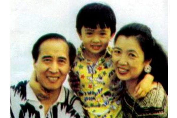 張寧與丈夫林賽圃以及兒子的合影。 (網絡圖片)