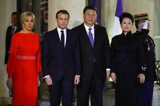 习近平在巴黎与法国总统马克龙会面(AP)