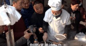 河南大叔卖传统小吃每天只卖2小时(視頻截圖)