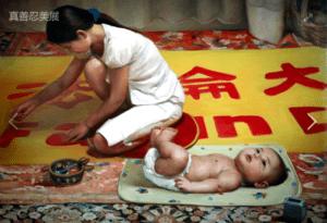 [《横幅》:董锡强油彩.画布48 in x 36 in(2004年)版權歸屬原作者]