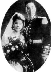 蒋纬国和石静宜的结婚照 (網絡圖片)