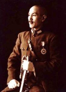 蔣介石全身军装礼服标准像,1940年 (圖片:維基百科)