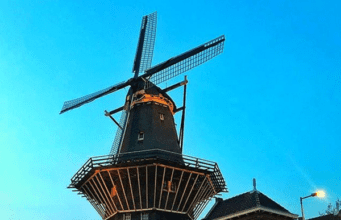 Brouwerij't IJ是荷兰阿姆斯特丹的一家小型酿酒厂,来自河流名称,酒店位于一座名为Funen的前浴室内,毗邻De Gooyer风车(图片:instag/scenery_nl 截图)