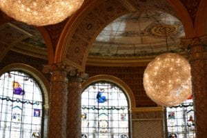 维多利亚和阿尔伯特博物馆装饰: 输水球 . 彩色玻璃窗