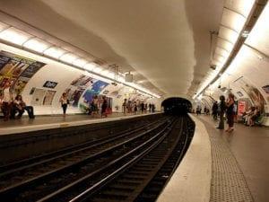 典型的巴黎地铁站呈双侧式月台构造(图片来源:维基百科/Clicsouris )