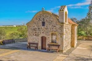 除了绝美风景,作为欧洲文明的发祥地之一,塞浦路斯保留了大量的中世纪古迹