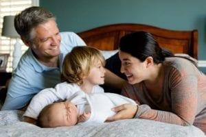 """北欧人的家庭观念很强,即便是男人也不会以""""加班应酬""""为由牺牲与妻子、孩子在一起的时光(图片来源:pixabay)"""