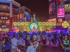 图1:台湾法轮大法学会制作的大型精美花车(图片来源:明慧网)
