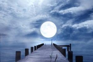 可是从今年古历的四月,便发现月亮出现奇异,提前在十三日就已经圆满,一直圆到十六日。五月、六月,每逢十三日,月亮越发显得圆