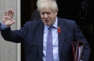 5月13日,英国进入放松防疫限制第一阶段,允许数百万无法在家工作的的民众,在遵守保持社交距离的前提下,返回工作岗位。图为英国首相鲍里斯•约翰逊(Boris Johnson)。(AP)