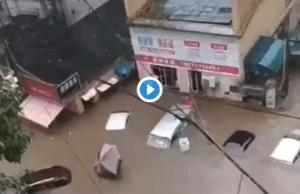 湖北宜昌被淹,被指和三峡泄洪有关。(视频截图)