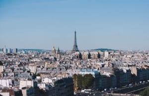 法国政府要求从9月1日,所有的工作场所的工作人员都必须戴口罩。