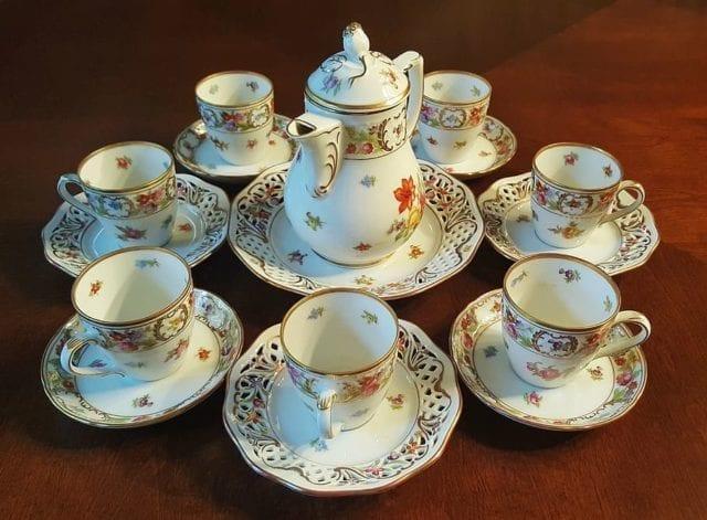 """很久之前瓷器在欧洲可称得上是""""白色黄金"""",它精美绝伦,耐久性强,这个发源于中国的东西受到很多欧洲贵族的爱戴。"""