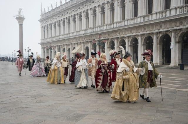 欧洲传统服饰