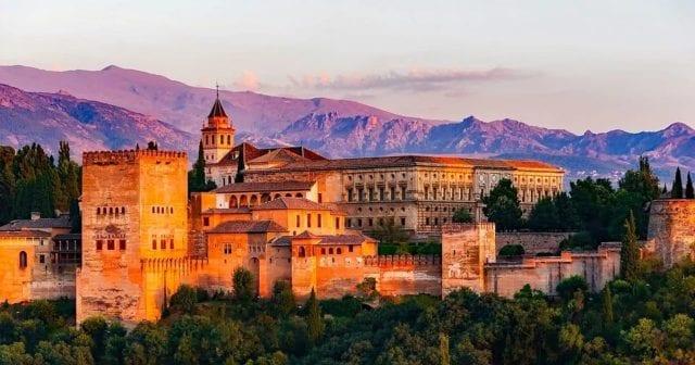 神圣罗马帝国皇帝查理五世宫(Palacio de Carlos V)是西班牙南部格拉纳达的一座文艺复兴建筑,位于阿尔罕布拉宫内。(图片来源:pixabay)