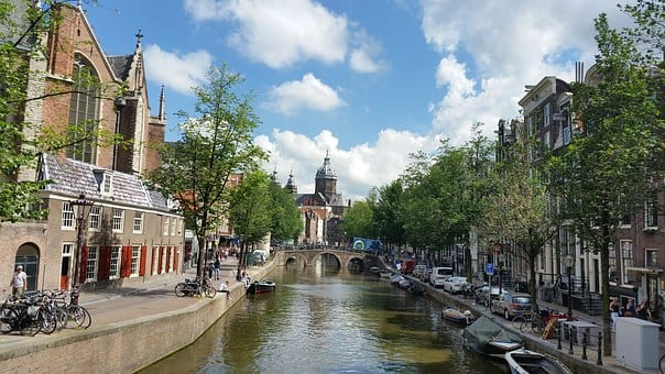 从8月5日(星期三)开始,荷兰首都阿姆斯特丹和鹿特丹市将在各自城市的繁忙地段,强制戴口罩,违者将被警告或者罚款。(图片来源:pixabay)