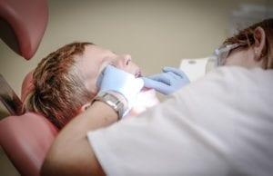 由于面临疫情第二次来潮的危机,比利时牙科专家门诊根据各自的情况,制定了相应的防疫措施,以确保医患之间的安全。(图片来源:pixabay)