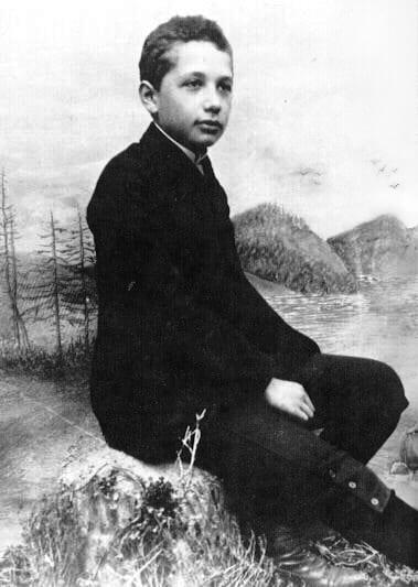 摄于1893年,14岁时的爱因斯坦