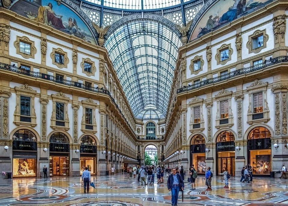 外国人眼中的意大利人:这9大特色,您都能接受吗?图为艾曼纽二世回廊(Galleria Vittorio Emanuele II),它座落在意大利米兰主教座堂广场北侧显著位置。(图片来源:pixabay)